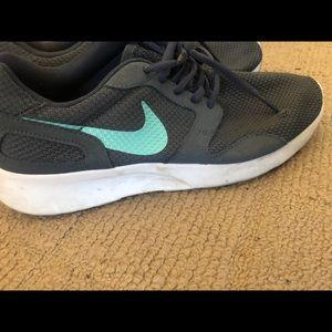 c5ba359626c69 Nike Shoes - nike size 10